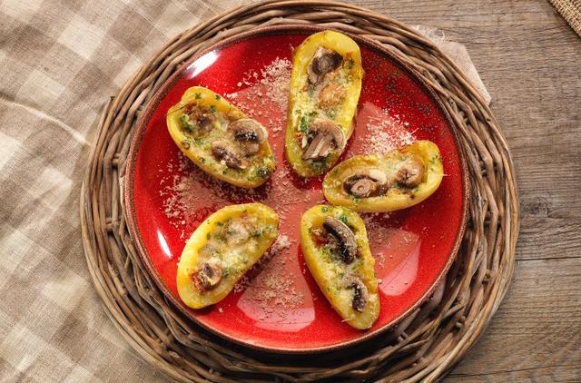 Photo Pommes de terre farcies champignons