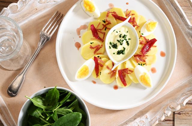 Photo Salade fraîcheur et pickles d'oignons rouges